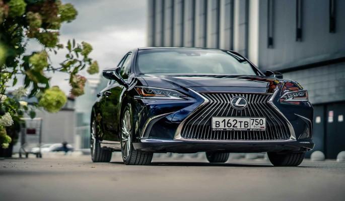 Lexus ES: бизнес-сегмент в шестом поколении