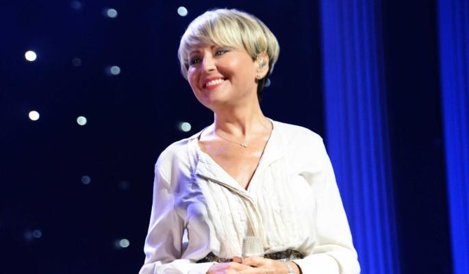 Не поменялась с 90-х: 50-летнюю Анжелику Варум без макияжа вознесли до небес