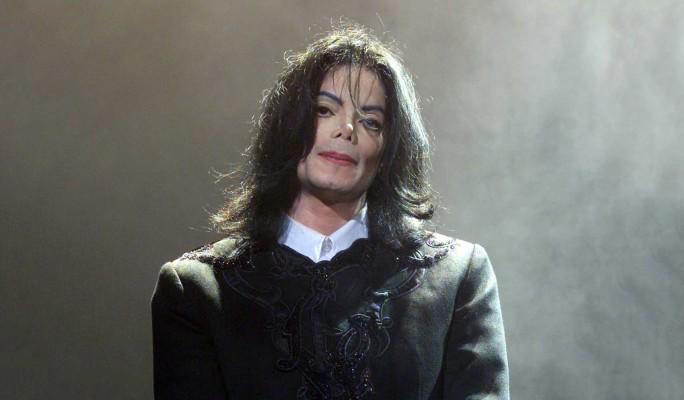Элтон Джон растоптал могилу Майкла Джексона