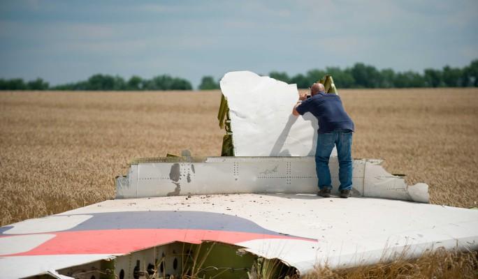 В катастрофе рейса MH17 нашли страшный след США