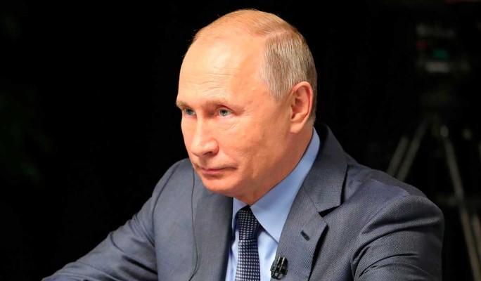 Во время исполнения российского гимна перед Путиным случился казус (видео)