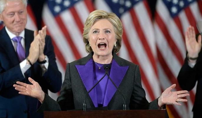 Клинтон посмеялась над угрозой ядерной войны