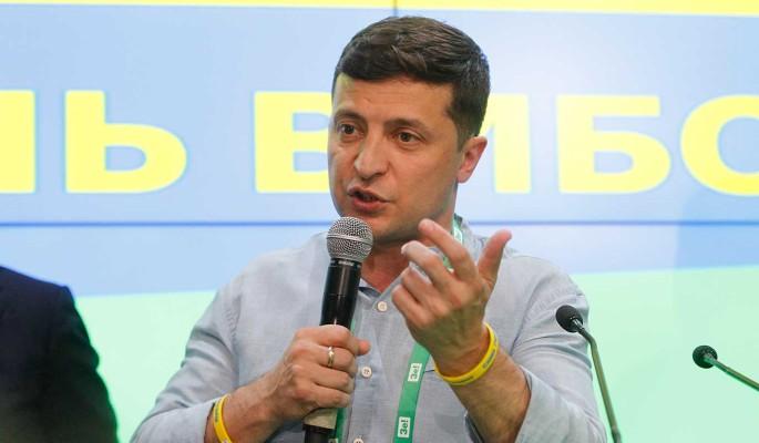 Приехавший в Донбасс Зеленский попал в заложники