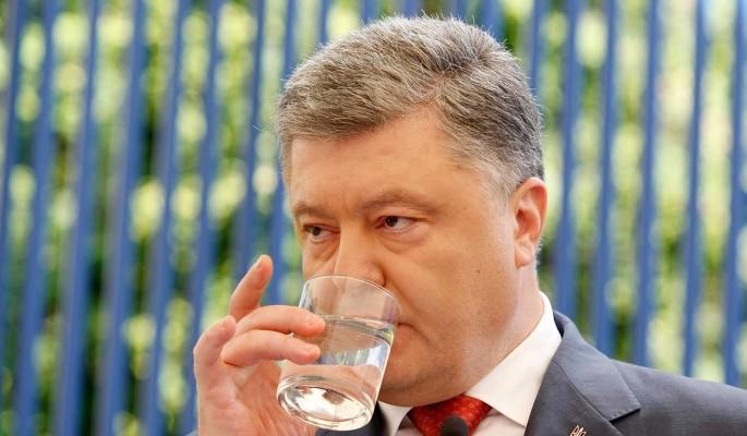 Опустившийся алкоголик Порошенко толкает Украину к развалу