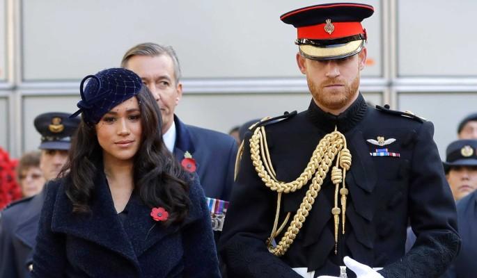 Королева Елизавета преследует Меган Маркл и принца Гарри