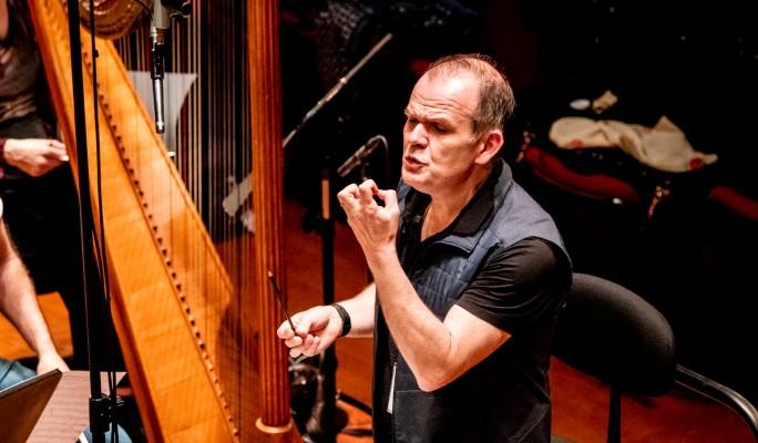 Впервые в России выступят французский дирижер Ксавье Рот и оркестр
