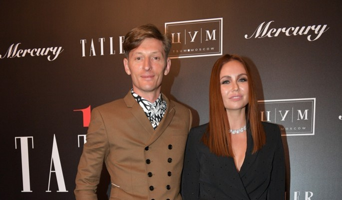 Павел Воля кокетничает с Марией Лиман за спиной Ляйсан Утяшевой