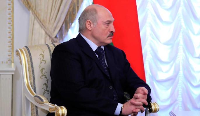 Любопытный Лукашенко попробовал девушек в Витебске
