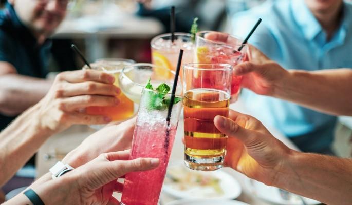 Названа безопасная доля алкоголя для обоих полов