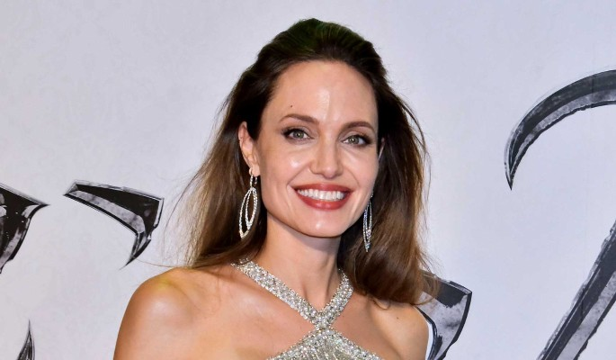 Одинокая Джоли закрутила роман с женщиной