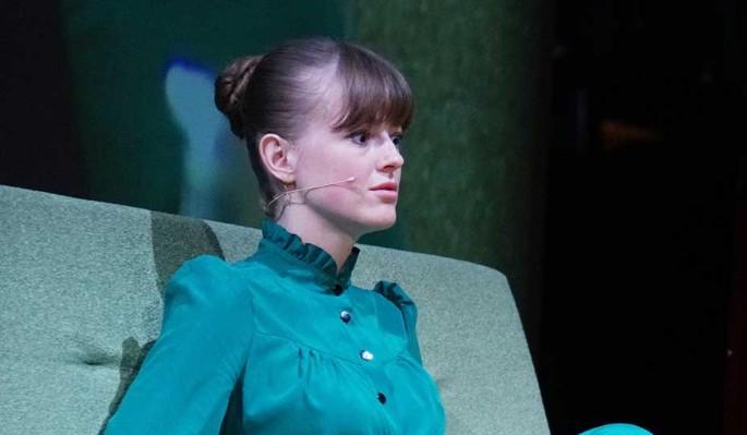Молодая жена Эрнста со слезами сообщила о потере