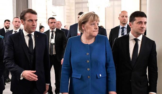Растерявшийся Зеленский бросился в ноги к Меркель и Макрону