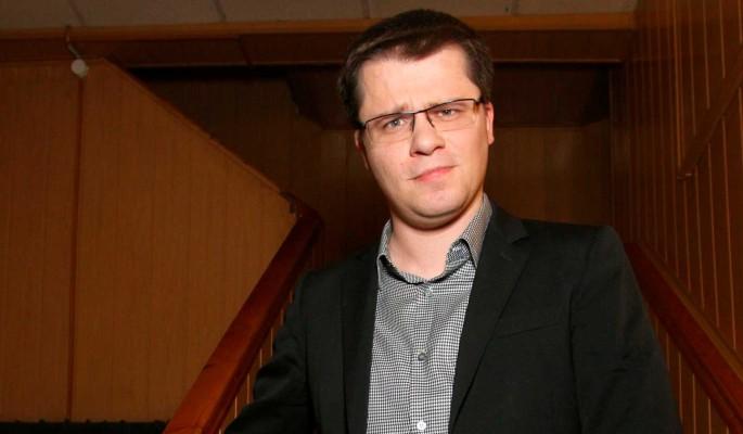 Неуклюжий Гарик Харламов лихо опозорился на фоне ловкого Егора Крида