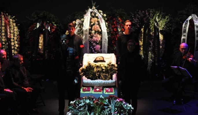 С Волчек в могилу закопали 200 тысяч
