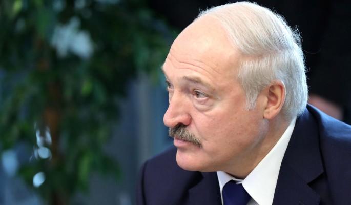 65-летнего Лукашенко засняли с эффектной брюнеткой (видео)