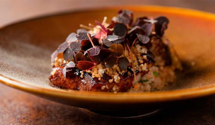 Рецепт: сом в солодовой карамели с полбой