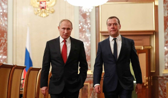 Беседа Путина и Медведа перед отставкой правительства России попала на видео