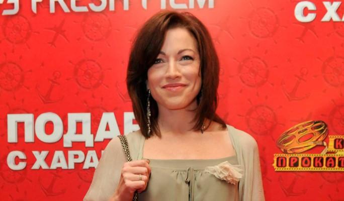 Моложавая Алена Хмельницкая предстала без макияжа