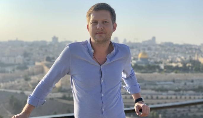 Корчевников загнал в угол известного музыканта-многоженца неожиданными словами
