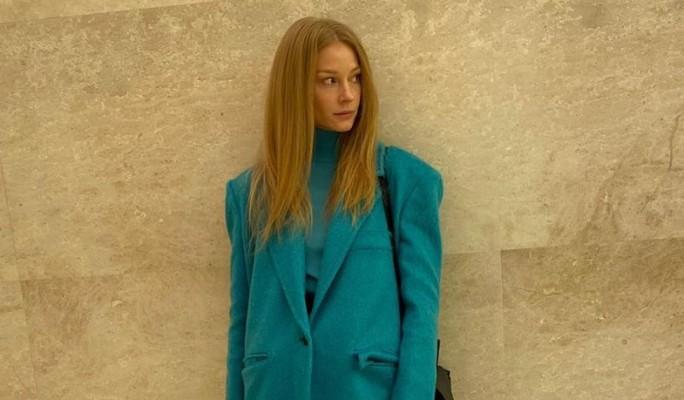 Извивающаяся у шеста Светлана Ходченкова показала себя во всей красе