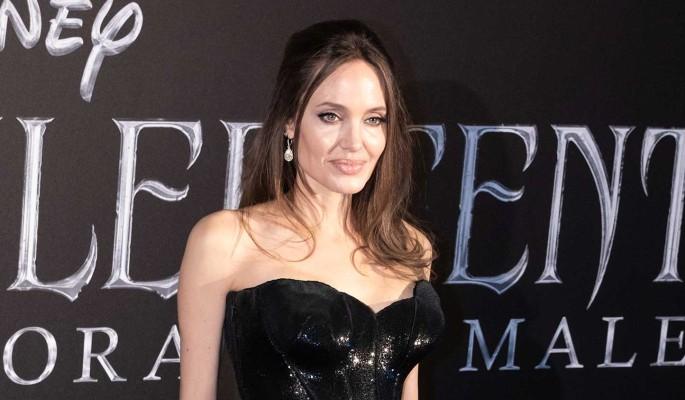 По стопам Джоли: Фокс нарядила сына в вечернее платье