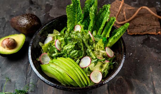 Рецепт: большой листовой салат с авокадо