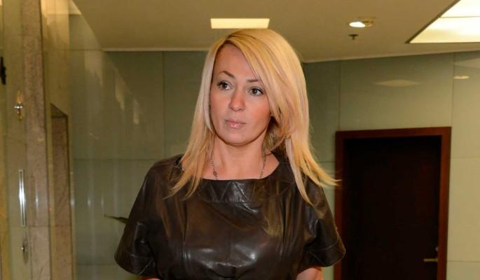 Охранник облизал лицо упавшей на колени Рудковской