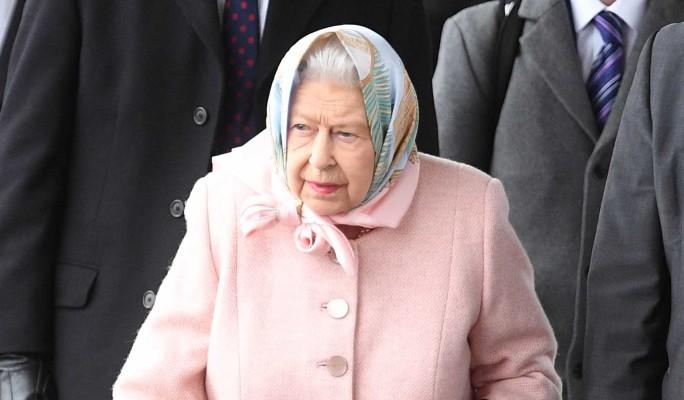 Елизавету II втянули в скандал с видео для взрослых