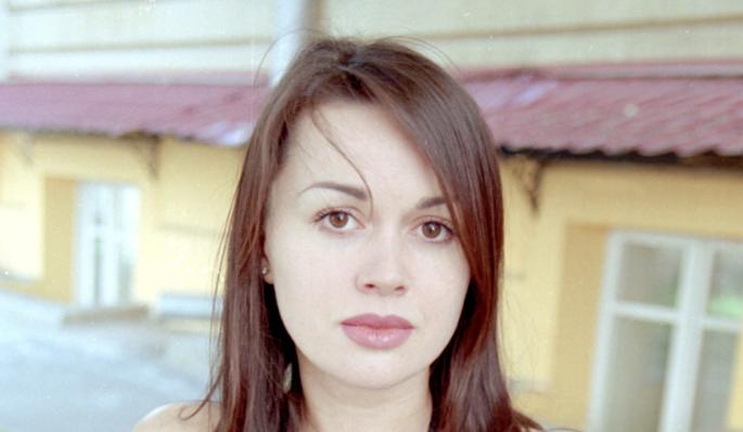 Уехавшая из России дочь молится за здоровье парализованной Заворотнюк