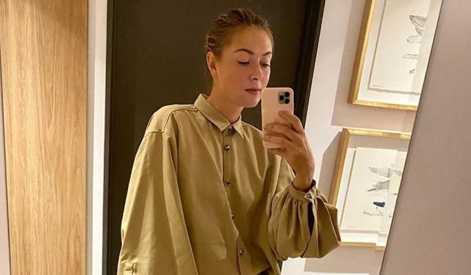 Беременна? Бросившая спорт Мария Шарапова спрятала живот под свободной одеждой