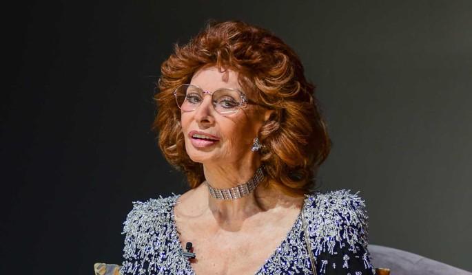 Россия и Италия в шоке: 85-летняя Софи Лорен погребена под рухнувшим потолком