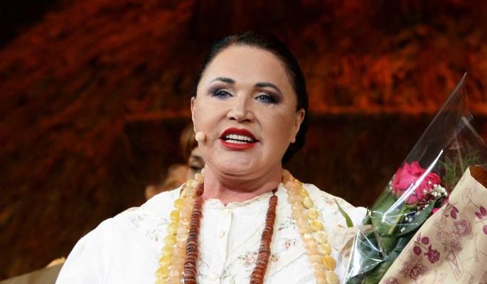70-летняя Бабкина при всех зажала молодого любовника