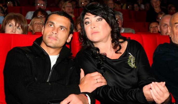 Отказалась от всех требований: Лолита Милявская развелась с пятым мужем