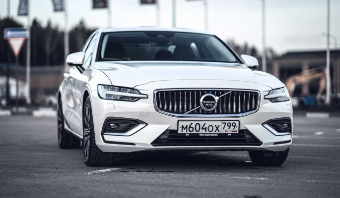 S60: шведский спортивный седан от Volvo