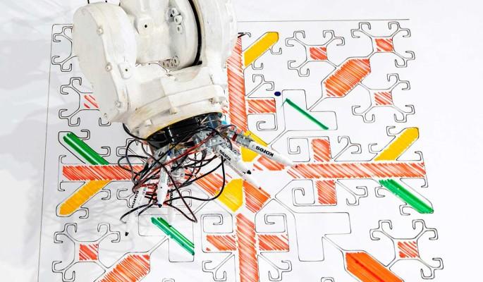 Гигантский робот нарисует русские узоры для продажи
