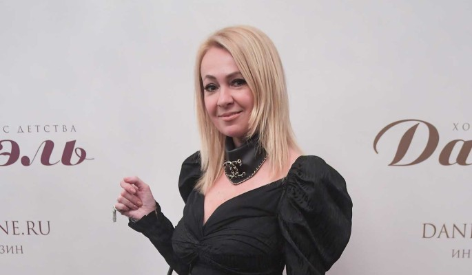 Известный блогер ткнула Рудковскую носом за антикварную мебель