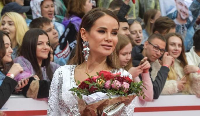 Разведенная Айза Анохина отказалась от подонков-мужиков