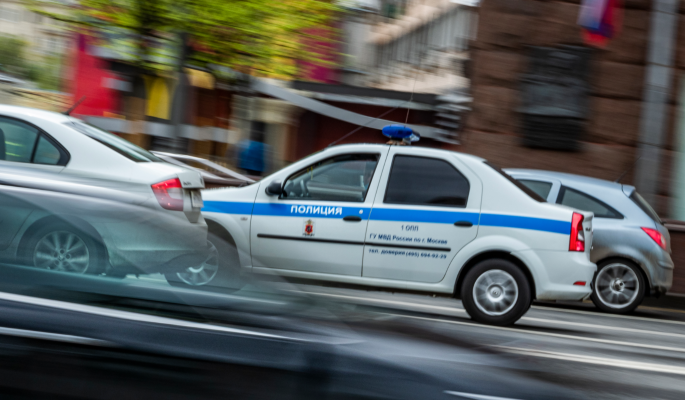 Грозивший взорвать московский банк с заложниками грабитель приехал из родного города Бузовой thumbnail