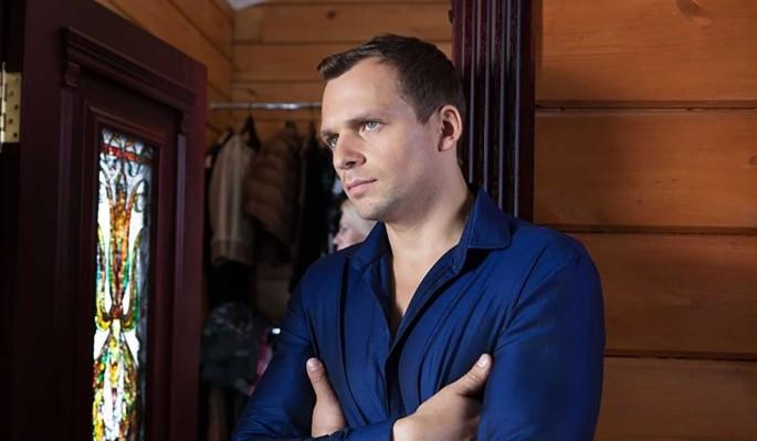 Алексей Янин встал на ноги через пять лет после перенесенных инсульта и комы