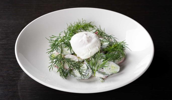 Рецепт: весенний салат с яйцом-пашот