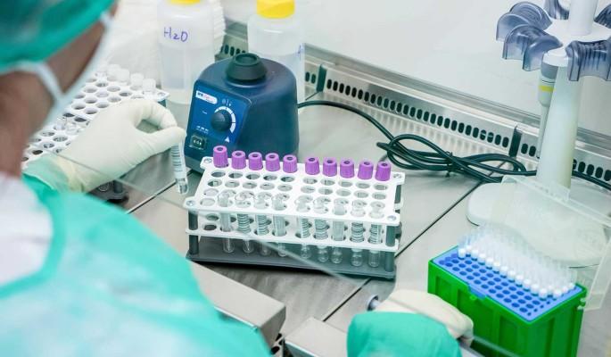В Роспотребнадзоре сообщили о скором появлении вакцины от коронавируса