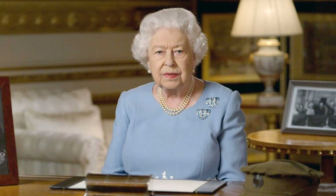 94-летняя Елизавета II оседлала коня и вызвала переполох