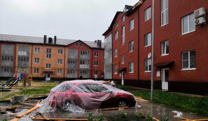 Жуткие кадры бушующего в Белгороде урагана попали на видео