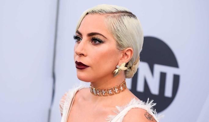Отрастившая пузо Леди Гага махнула на себя рукой