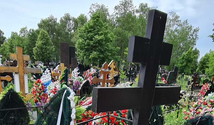 Закопала и забыла: Божена Рынска плюнула на могилу мужа-самоубийцы
