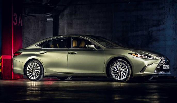 "Lexus ES: ""фисташка"" с красивым дизайном"