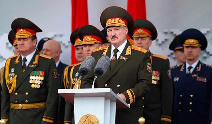 Лукашенко обратился к военным на фоне массовых протестов в Белоруссии