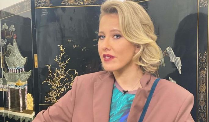 Собчак отреагировала на слухи о романе Харламова с участницей шоу