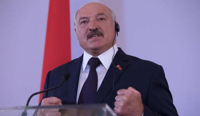 Лукашенко не сдержал слез на параде Победы в Москве