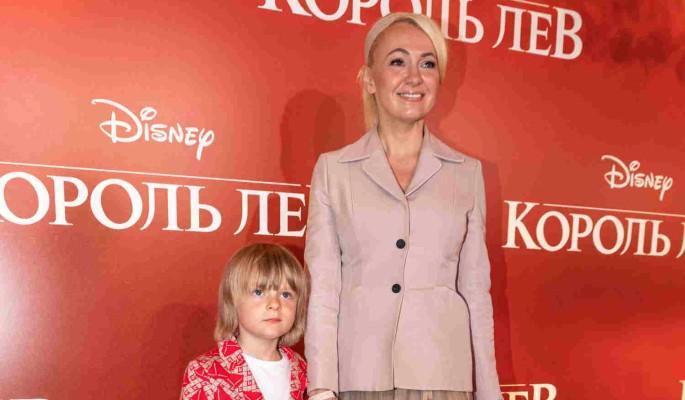 Яна Рудковская тратит баснословные деньги на одежду для сына